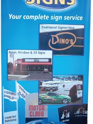 Retractable banner display sign
